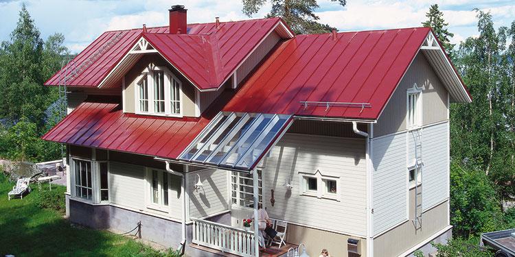цветной профнастил на крыше