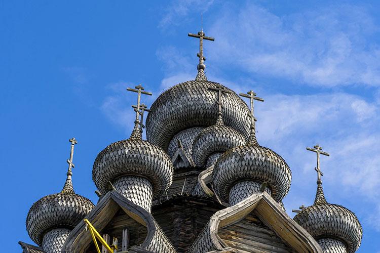 лемех на крыше храма