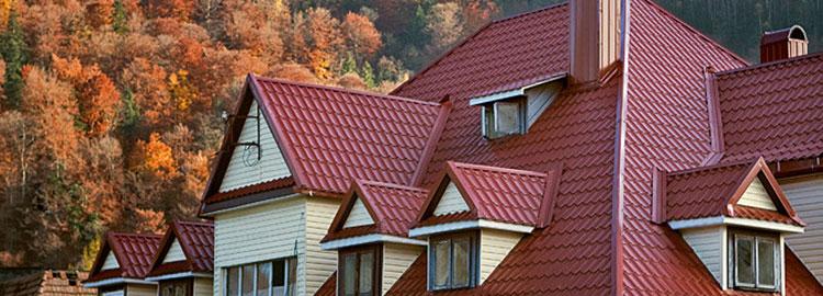 многощипцовая крыша покрытая металлочерепицей
