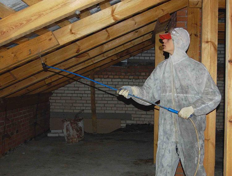 обработка деревянной крыши антисептиками