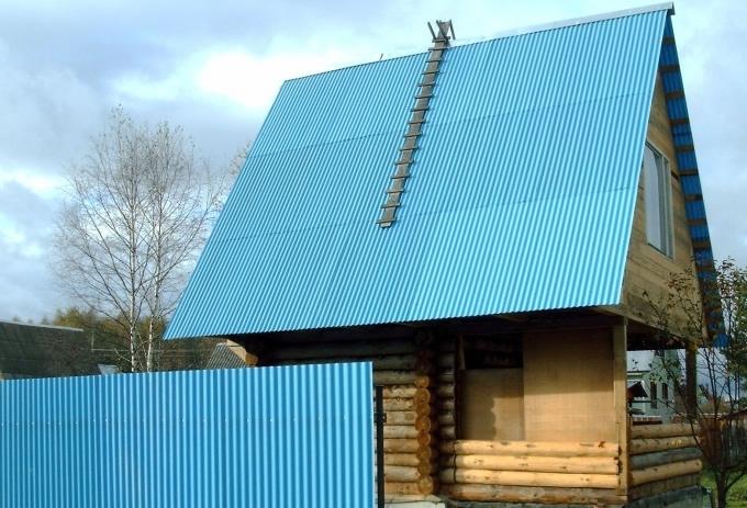 Забор и крыша из профнастила